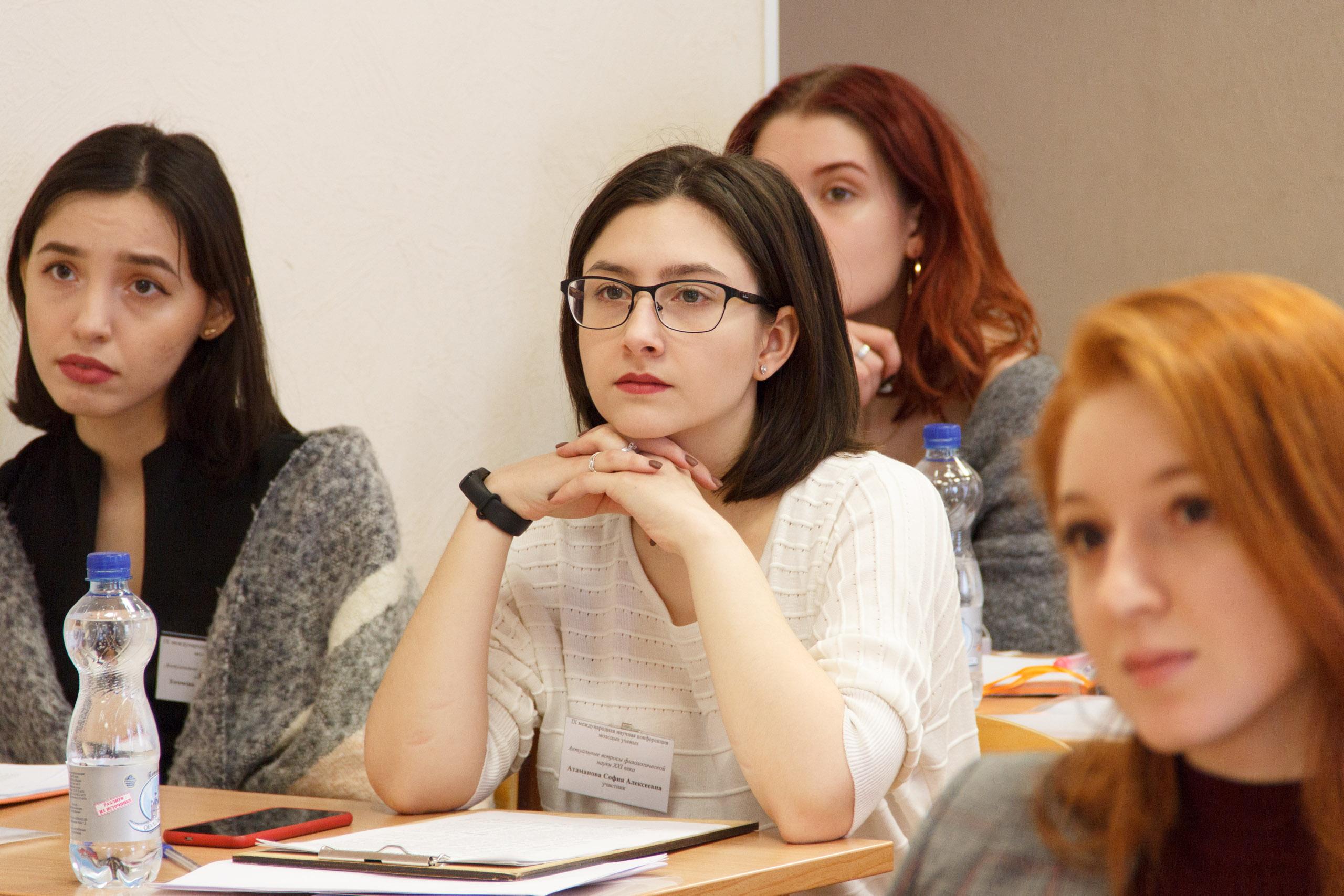 俄罗斯大学课堂上的大学生