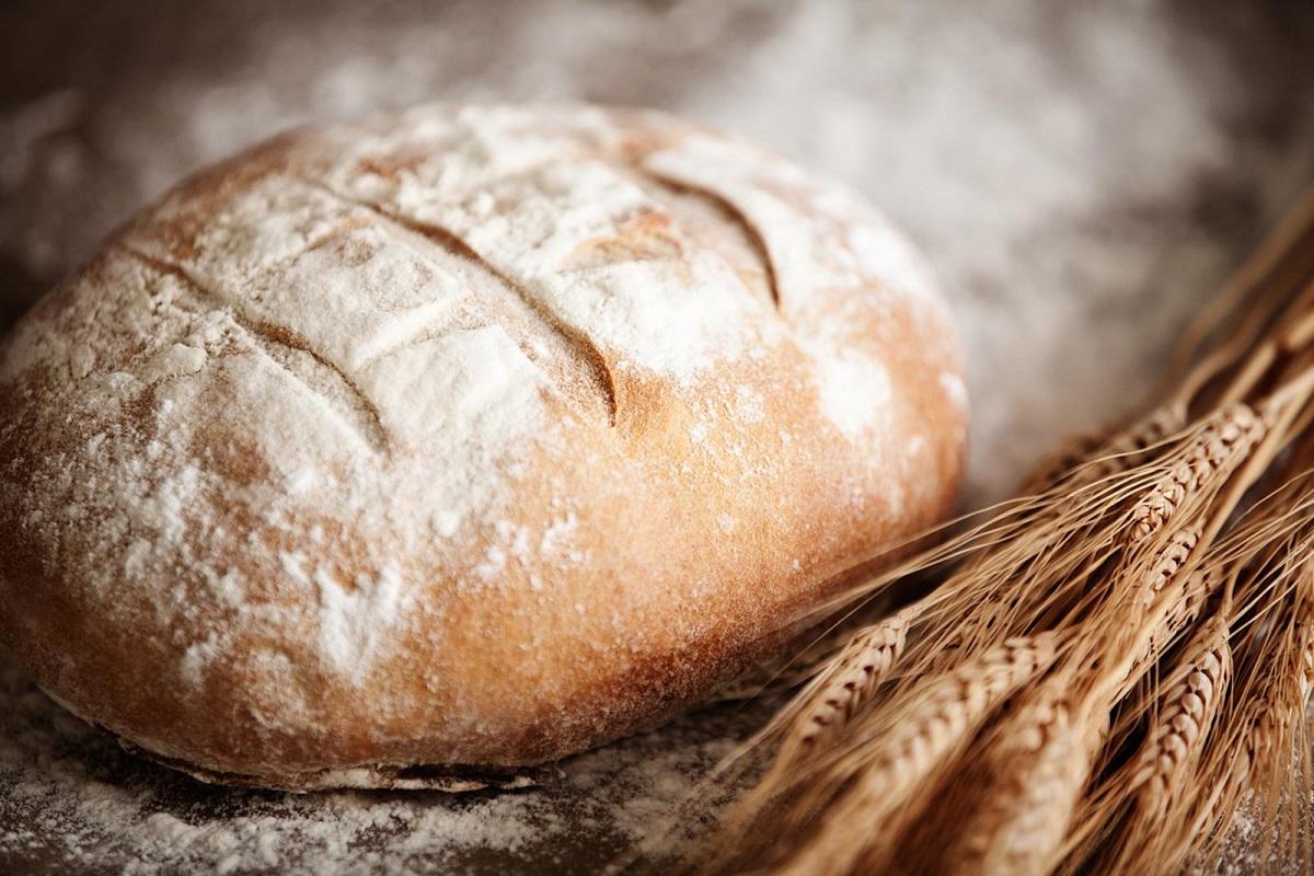这是普通的白面包,现在俄罗斯人大多数都喜欢白色面包,而不喜欢黑面包,小编本人恰恰相反喜欢黑色的