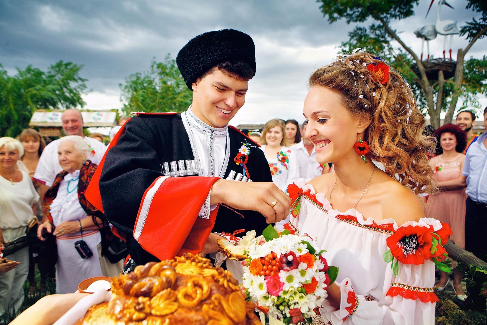 俄罗斯族的俄式传统婚礼