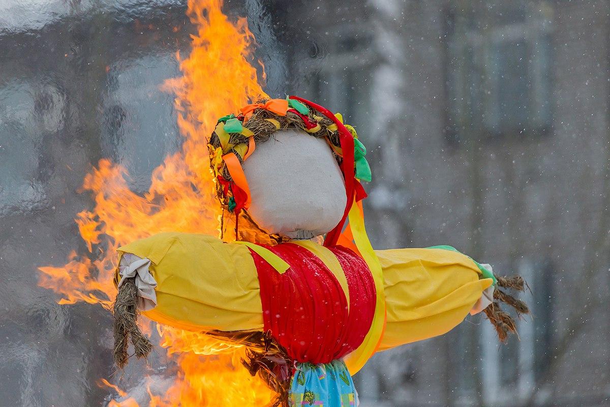 俄罗斯谢肉节的重要仪式之一 - 火烧稻草人