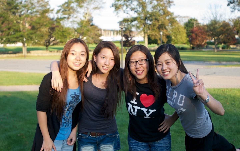 在美国留学的留学生合影