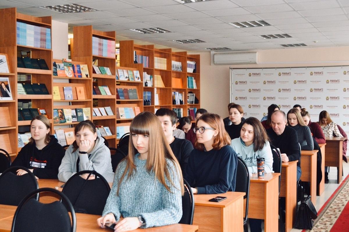 俄罗斯总统国民经济与公共管理学院莫斯科总部学生在上课
