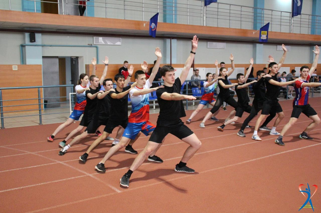 俄罗斯大学生在上体育课