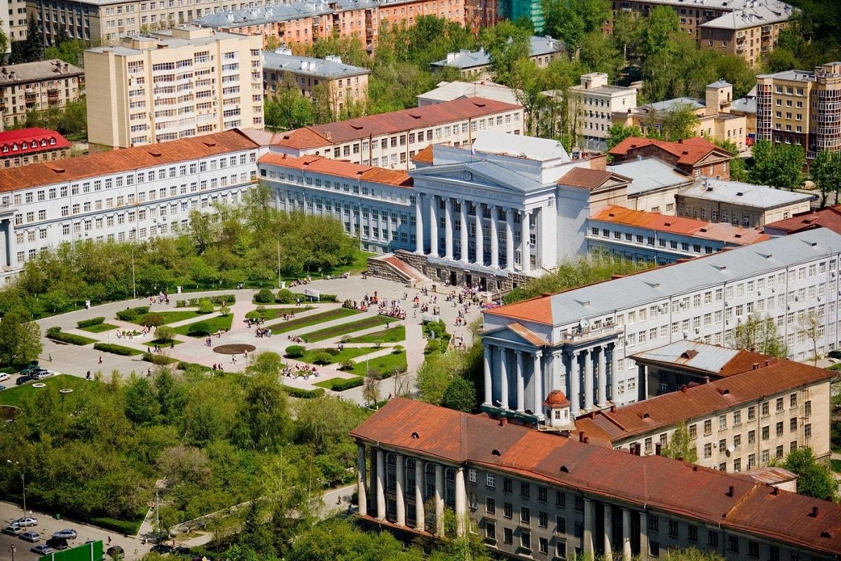 乌拉尔联邦大学位于列宁大街尽头的主校区