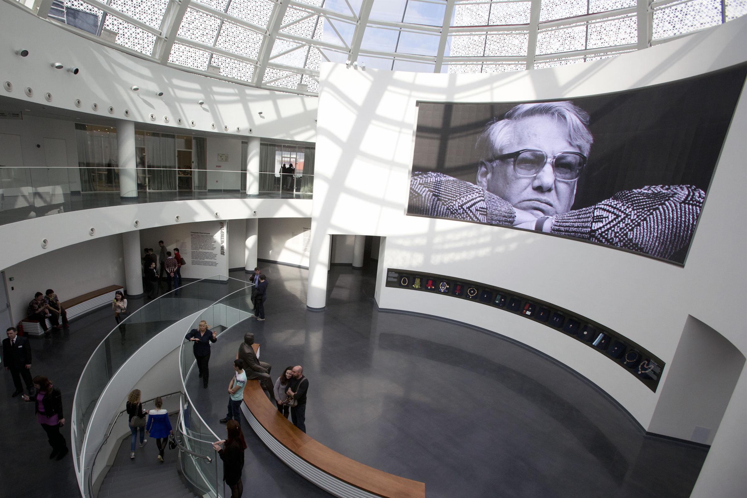 位于叶卡捷琳堡的最重要的博物馆 – 叶利钦博物馆的大厅