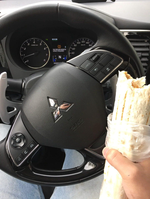 这是五宿门口卖的卷饼,司机师傅说还没吃过这种东西,感觉味道不错