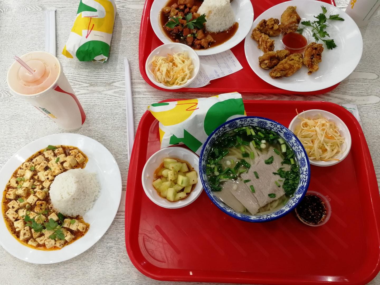 还是叶卡格林维奇的功夫餐厅的兰州拉面 + 豆腐米饭 + 送的2个小沙拉 = 35元