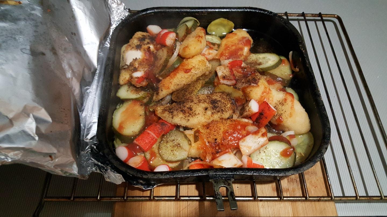 2016年柏燃烤的蔬菜和鸡腿