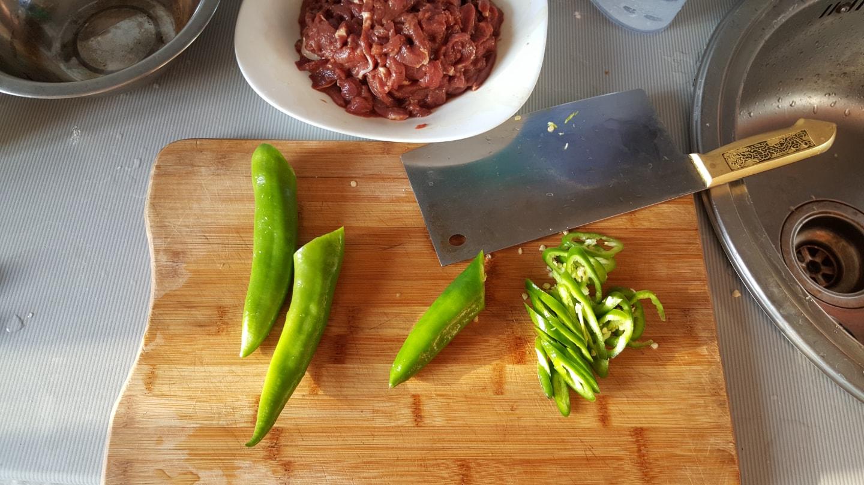 青椒在俄罗斯是非常奢侈的存在,一般一公斤都在60 ~80人民币