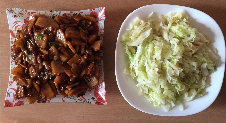 刘学姐做的炒包菜和炒土豆片