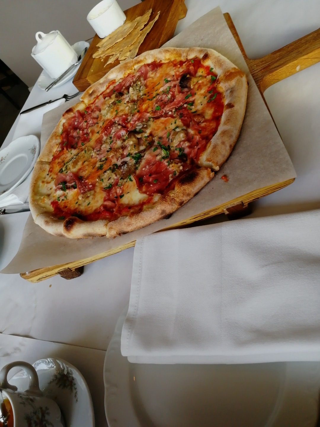 主食有Pasta和披萨、海鲜沙拉,餐后有个小蛋糕,这里没拍照可惜