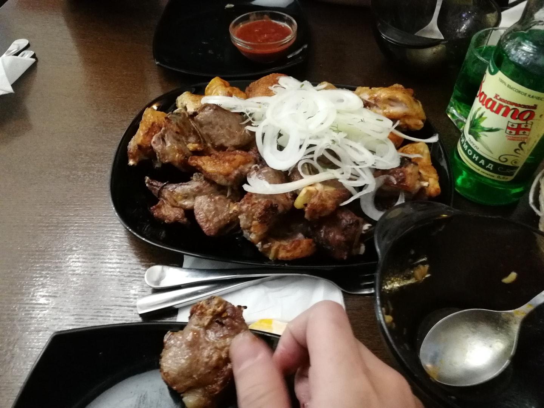 亚美尼亚餐厅的烤羊肉和猪肉(亚美尼亚人不是穆斯林,是天主教徒所以他们的餐厅有烤猪肉,第一次去我都震惊了一下,后来才知道,哈哈哈)