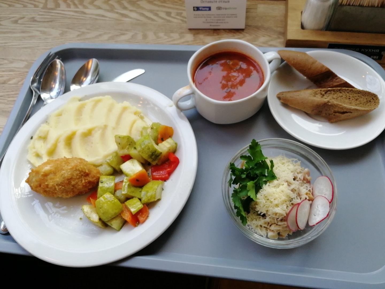 还是叉勺餐厅的午餐,这一顿精致一些,大概40元(沙拉比较贵底下有虾仁)