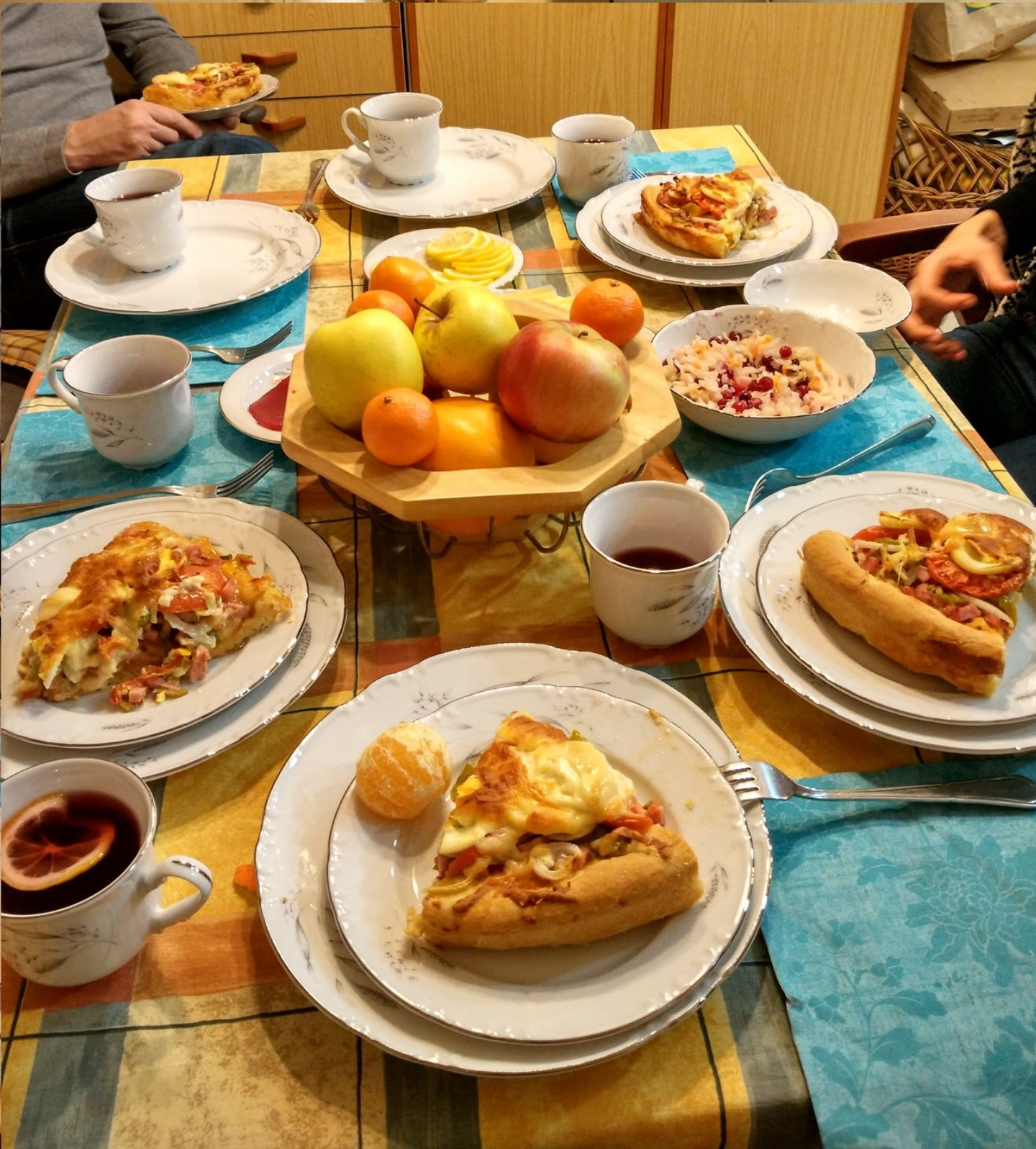 这是2017年和好朋友Denis去另外一个Denis朋友家吃饭,另外一个Denis的妈妈做了很好吃的俄式馅饼
