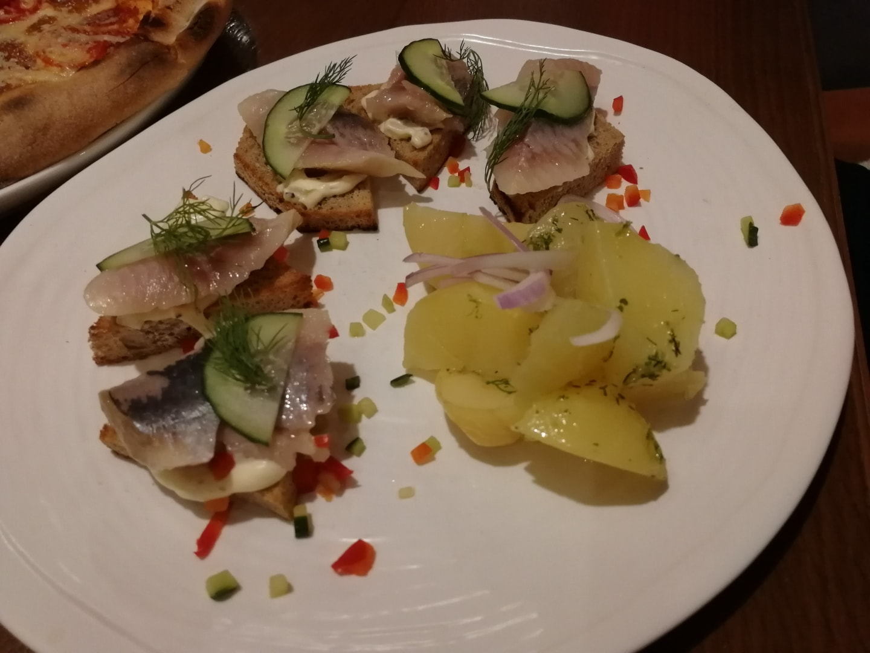 这是上面提到的俄餐中的腌鲱鱼