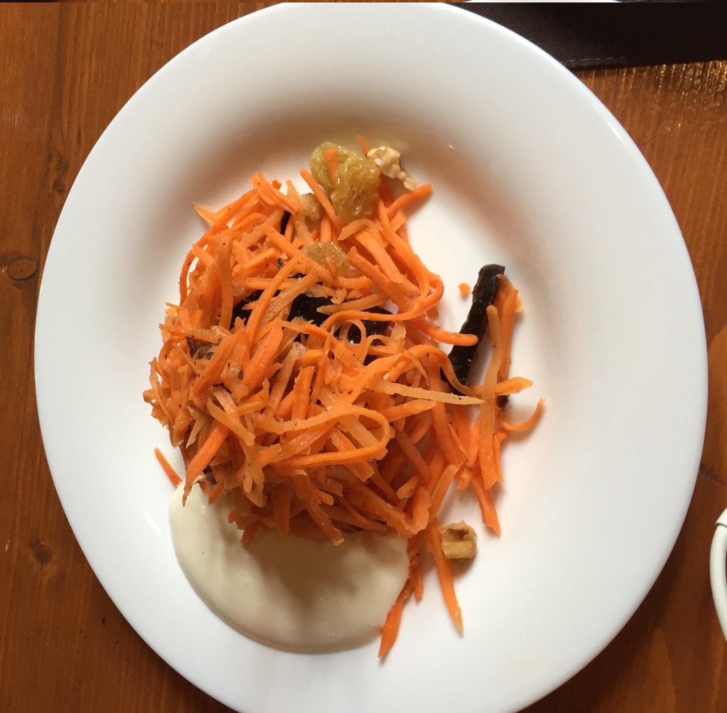 胡萝卜木耳沙拉,俄罗斯也有黑木耳,但是比较贵