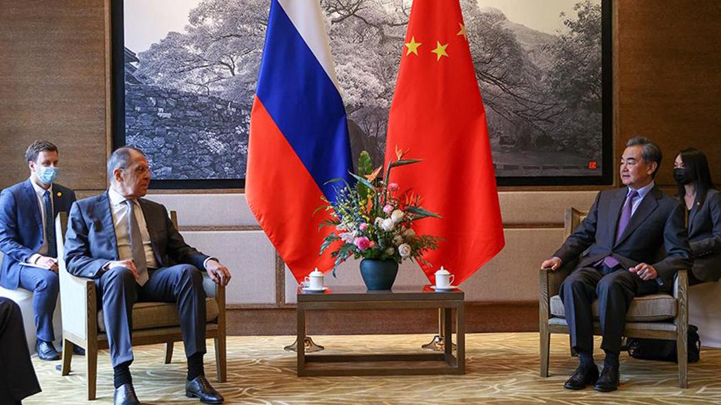 王毅部长和俄外长拉夫罗夫在桂林进行会谈