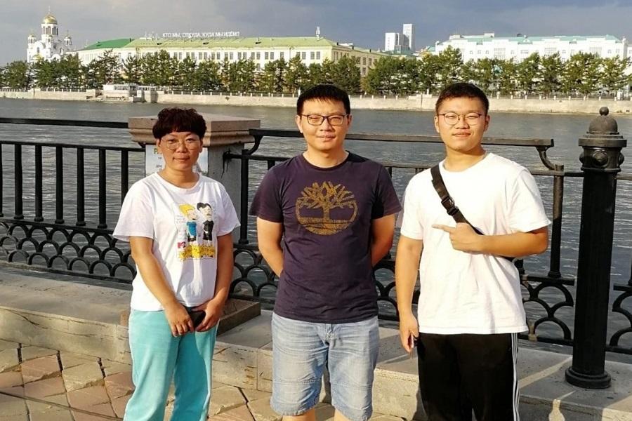 记接待家长和学生来俄罗斯留学考察
