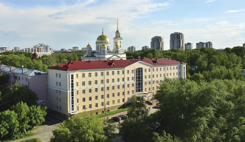 格林帕克酒店,旁边就是新吉诃文斯基教堂(Храм ново-тихвинский)
