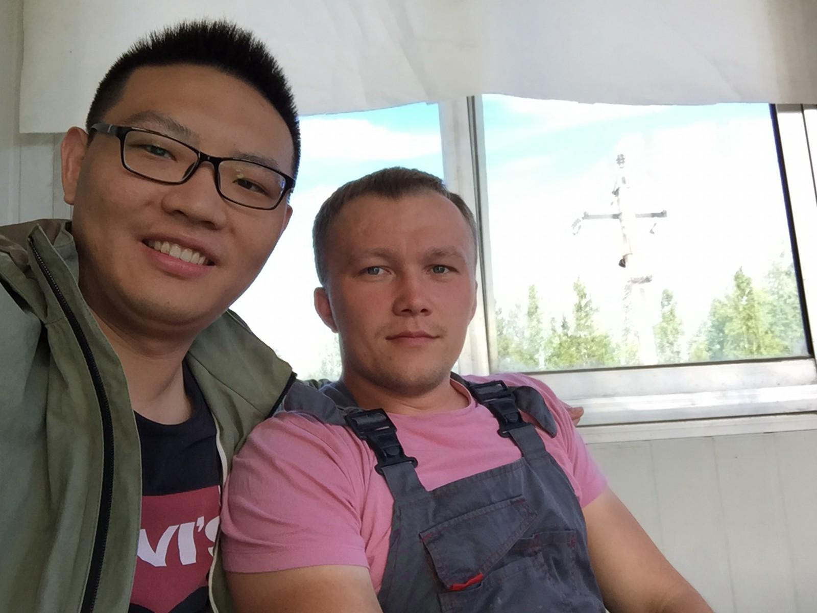 我和操作员迪马(Дмитрий)的合影