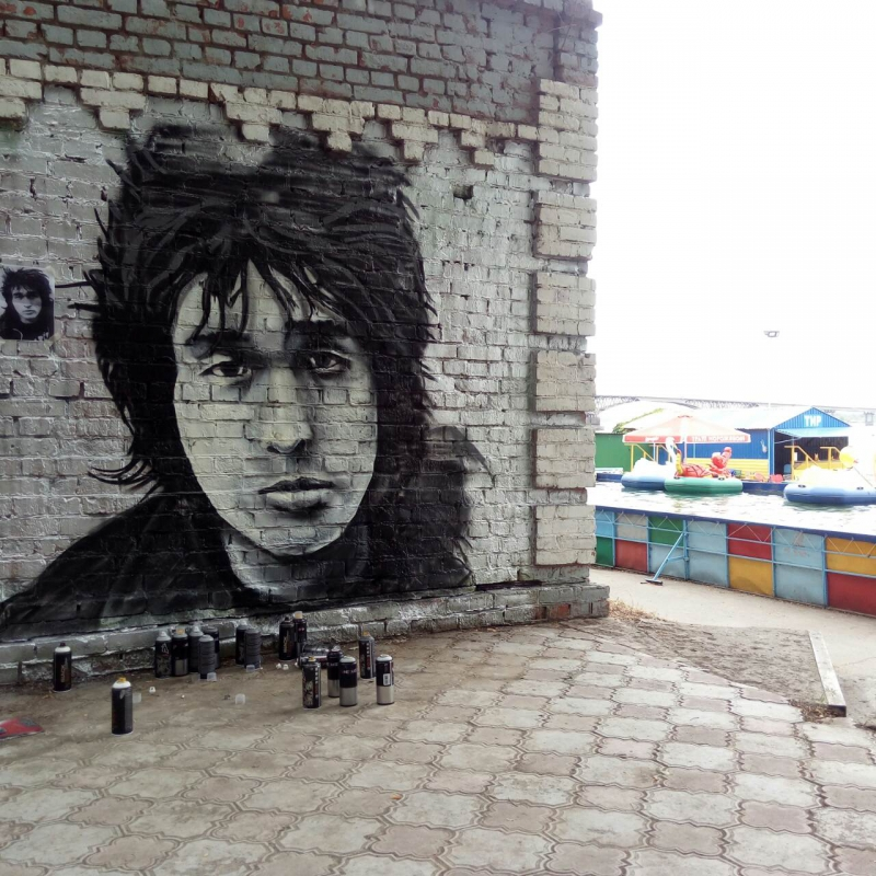 位于萨拉托夫的维克托·崔喷绘