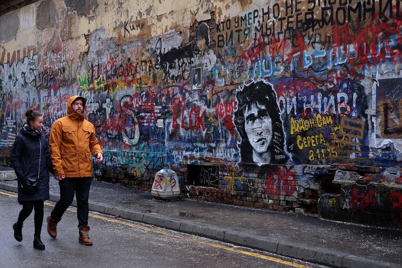 位于莫斯科市阿尔巴特街的维克托·崔喷绘墙
