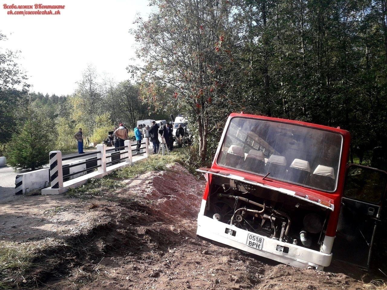 维克托·崔遇难的位置,小巴被撞到路边去了可见撞击力度之大