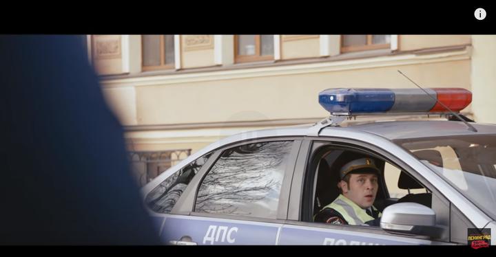 另外一个车上的就警察看懵了,一句话都不敢说
