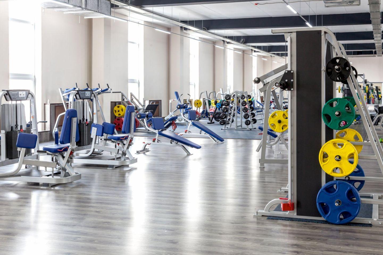 学校内设置有健身房、游泳池,学生也会自发定期组织许多户外活动,在运动中学习,在学习中运动