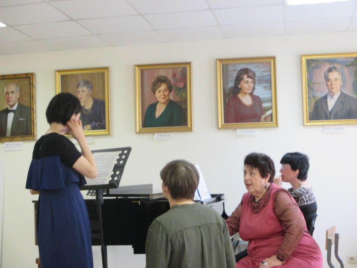 乌拉尔音乐学院本科高年级《声乐表演》专业学生真实水平是什么样的?插图-小狮座俄罗斯留学