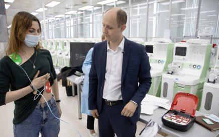 乌拉尔联邦大学将与乌拉尔光学机械厂联合研发公共场所使用的除颤仪缩略图