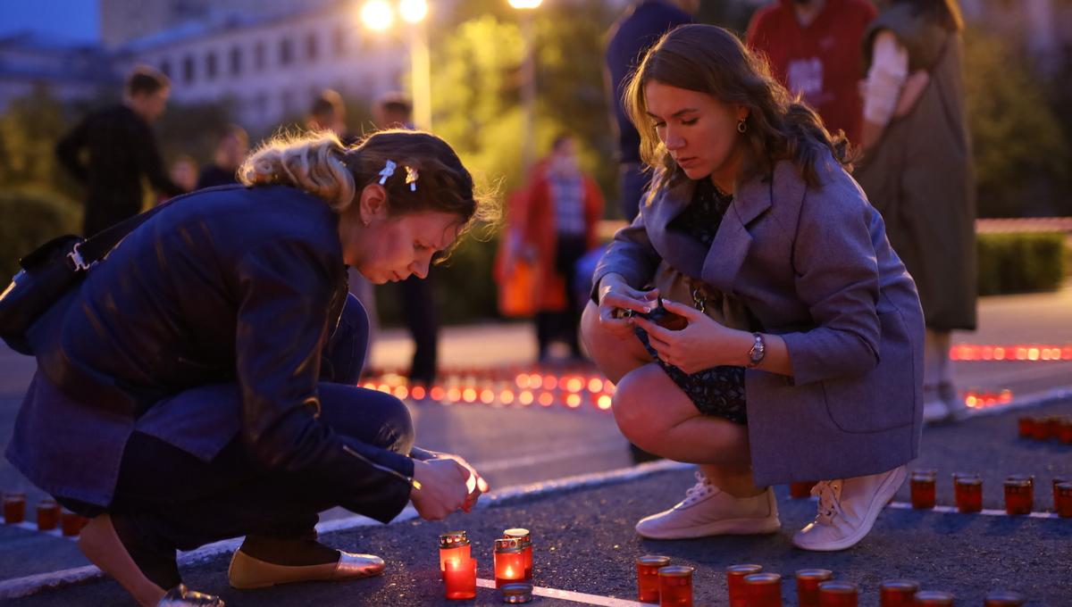 乌拉尔联邦大学昨晚举行了卫国战争烛光悼念活动,纪念卫国战争插图-小狮座俄罗斯留学