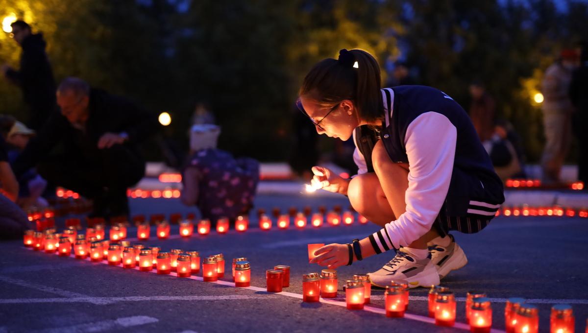 乌拉尔联邦大学昨晚举行了卫国战争烛光悼念活动,纪念卫国战争插图2-小狮座俄罗斯留学
