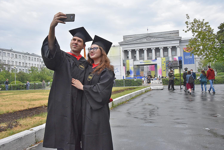 乌拉尔联邦大学第十届毕业典礼落下帷幕插图-小狮座俄罗斯留学