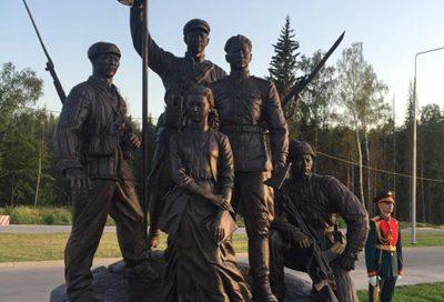 驻俄罗斯大使张汉晖出席中国人民参加第二次世界大战纪念雕塑揭幕仪式 – 俄罗斯新闻缩略图