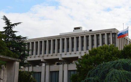 """俄罗斯驻法国大使馆被指责与""""反疫苗""""有关缩略图"""