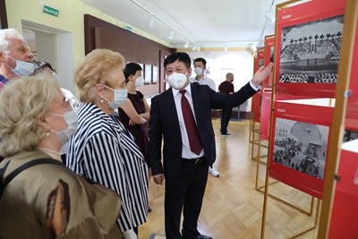 驻俄罗斯使馆举办中国共产党成立100周年图片展 – 俄罗斯新闻插图3-小狮座俄罗斯留学