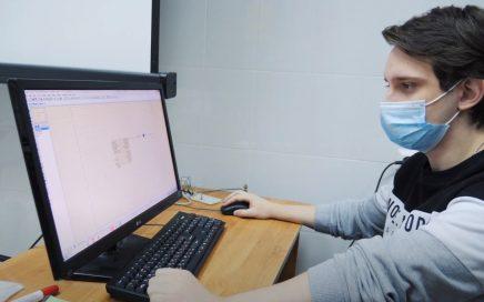 托木斯克国立大学学生学习如何开发针对机器人系统的算法缩略图