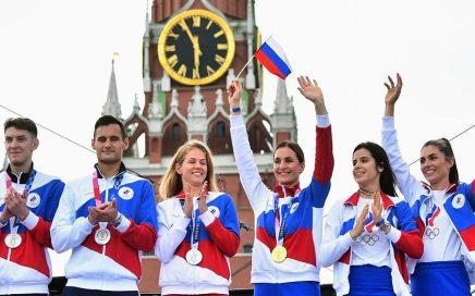 迟到的荣誉,俄罗斯奥运健儿归国,红场齐唱国歌!缩略图