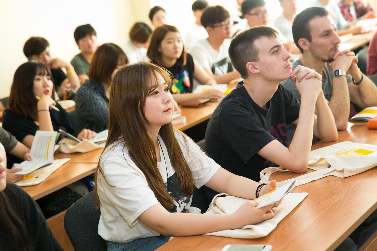 """高等经济大学在""""软科世界排行""""中排名前进了200名!插图1-小狮座俄罗斯留学"""