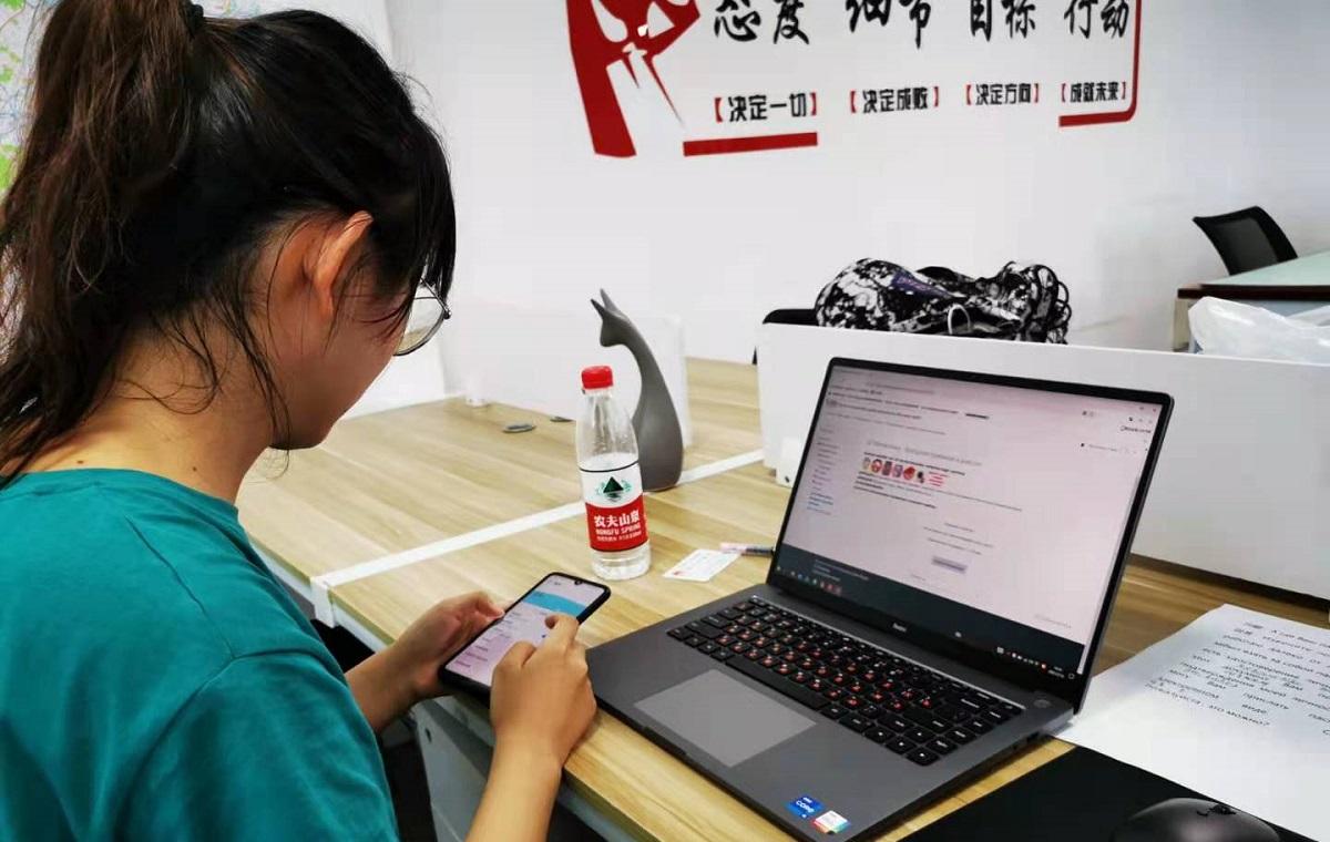河南姑娘成功考取乌拉尔联邦大学本科