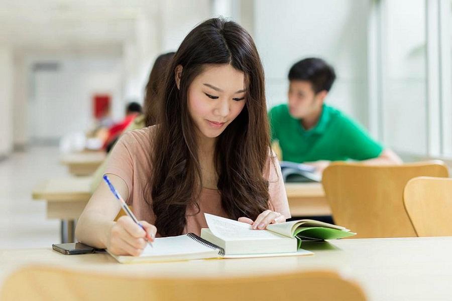 黑龙江姑娘顺利入学乌拉尔联邦大学俄语系