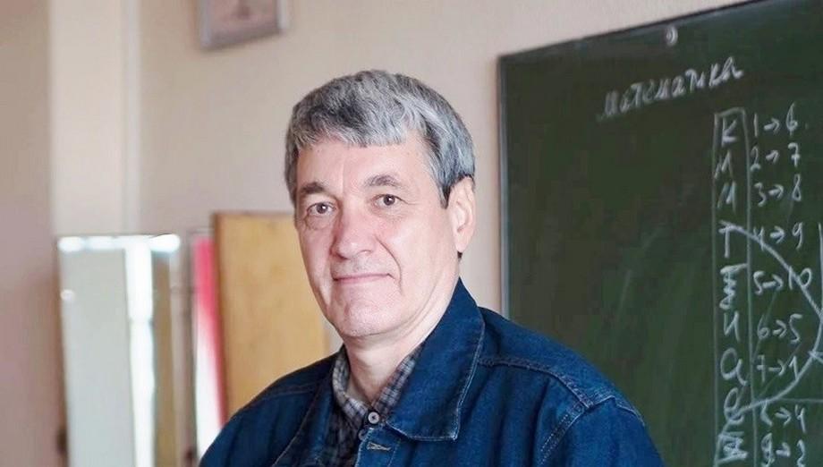 乌拉尔联邦大学数学系教授希兹出版了一本新的著作插图-小狮座俄罗斯留学