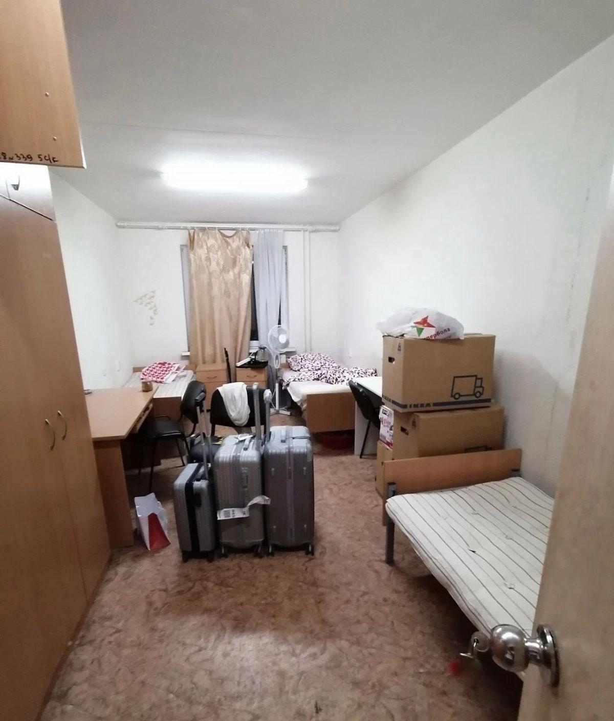 这是小编住的寝室,为什么我不租房,因为住寝室真的太省钱了! 一个月寝室费才100多块钱,一年省2万多元。