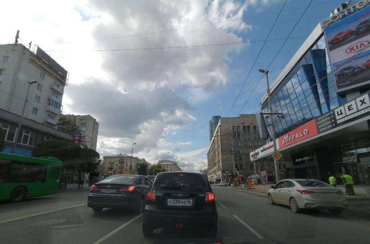 开车在叶卡捷琳堡的Малышева大街