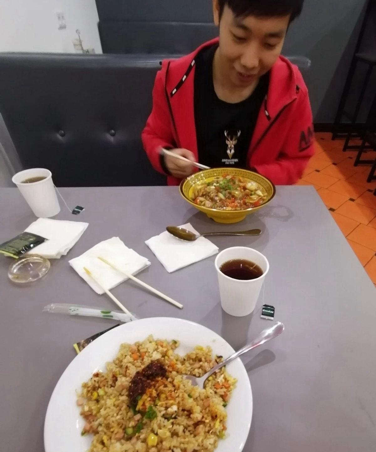 第一顿饭先吃一顿熊猫餐厅的中餐 俄餐