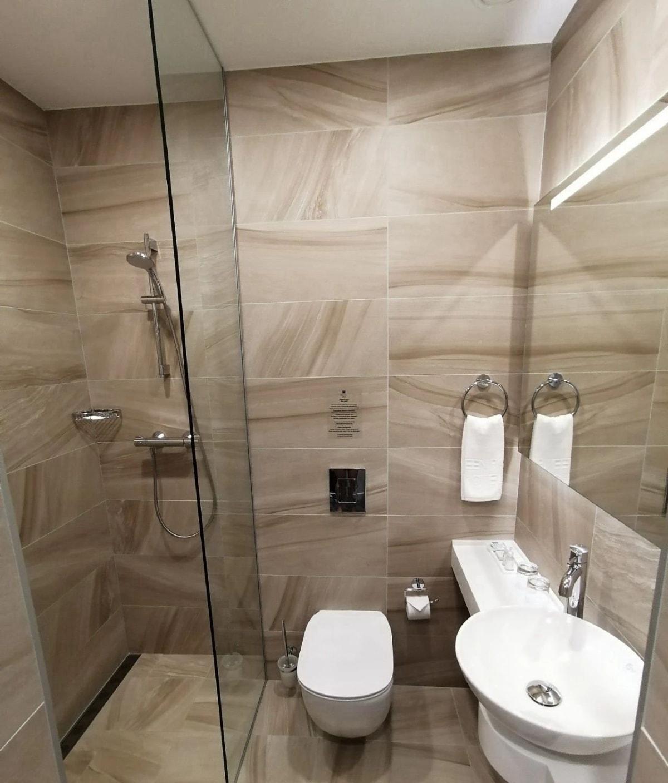 格林帕克的浴室也非常干净,虽然房间不大但是真的干净