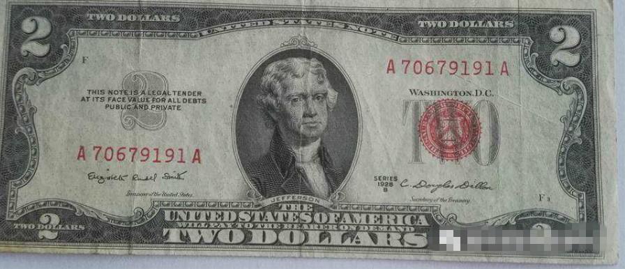 有印章的美元的样子,右边那个红色章就是后面加盖的印章,这种钱是花不出去的