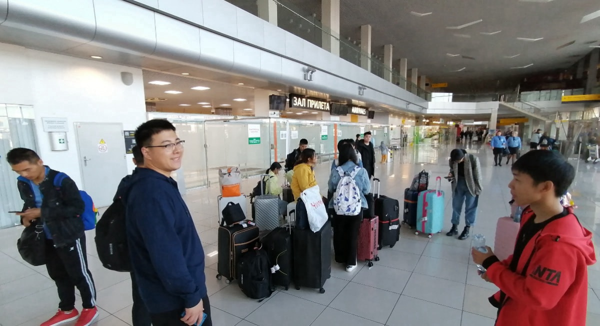 炎龙也在等大家全部出来完毕 叶卡捷琳堡机场 俄罗斯