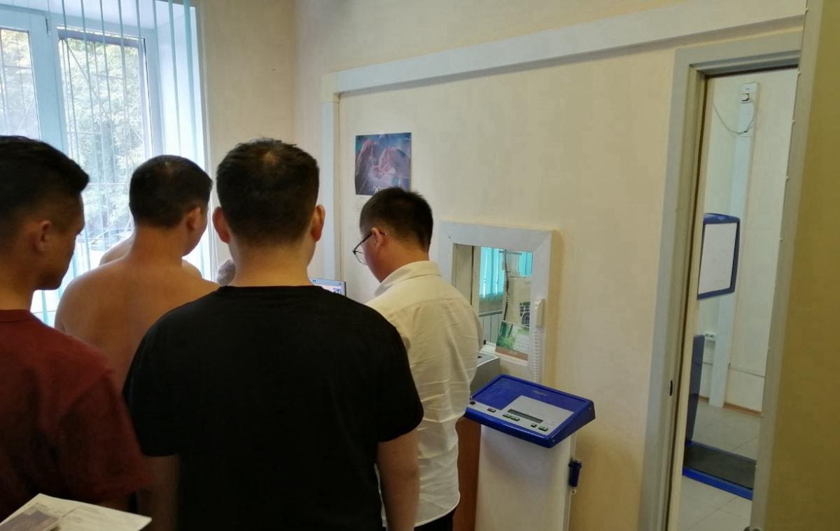 男生们在俄罗斯医院体检 俄罗斯留学